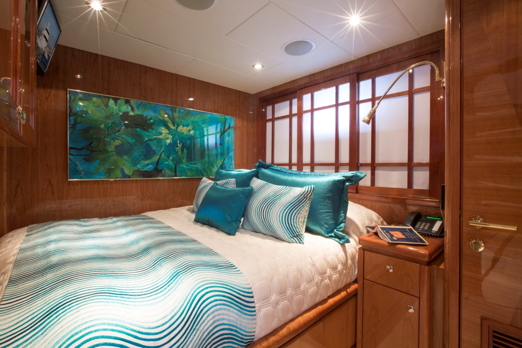 Charter yacht RESTLESS - Double Cabin