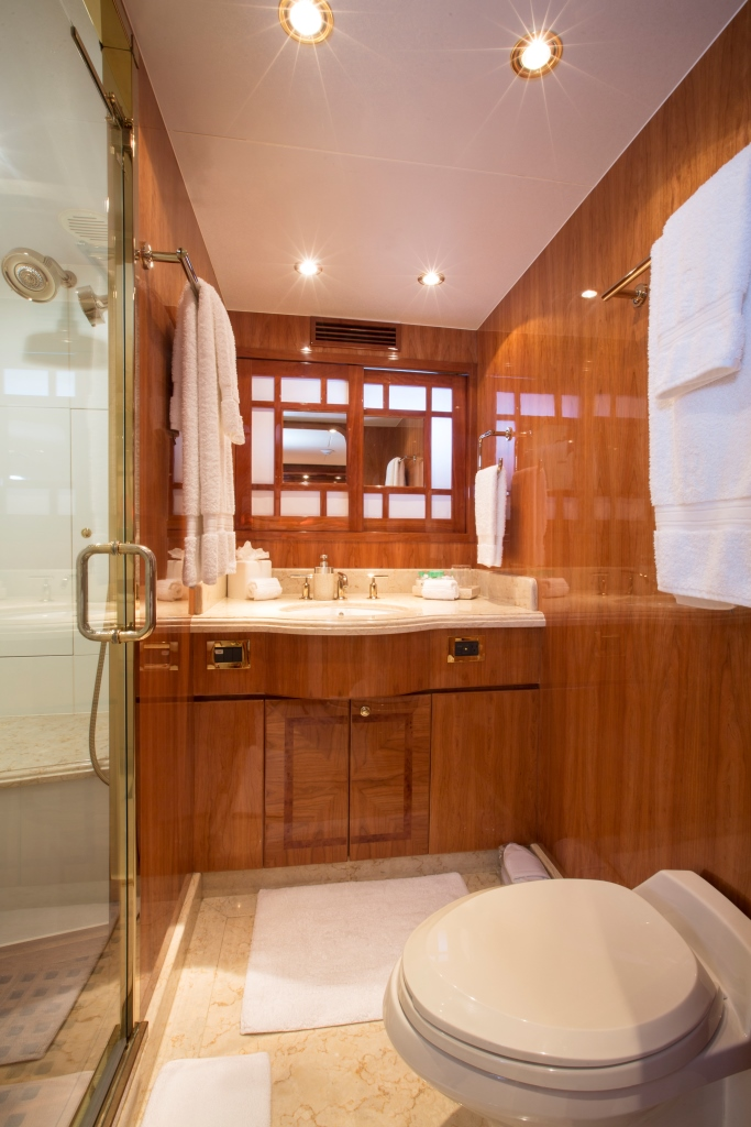 Charter yacht RESTLESS - Guest Ensuite