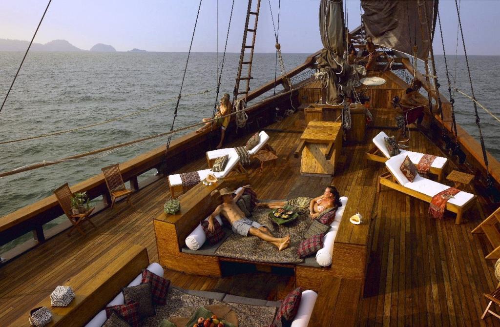 Charter yacht Silolona - foredeck