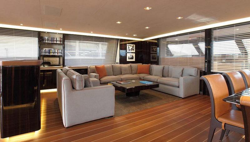 Clan VIII Yacht - Saloon