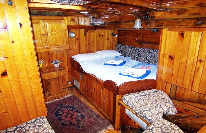 Classic Tall Ship RHEA -  Aft Cabin