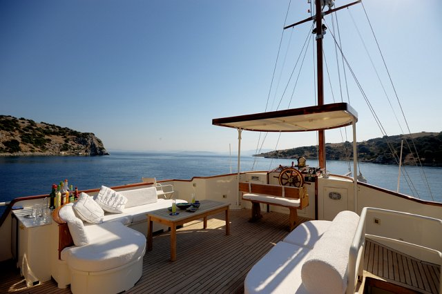 Classic Yacht El Bandido -  Sundeck Seating