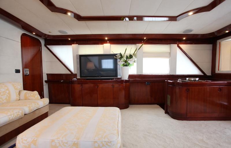 Classic Yacht HATHOR -  Salon TV