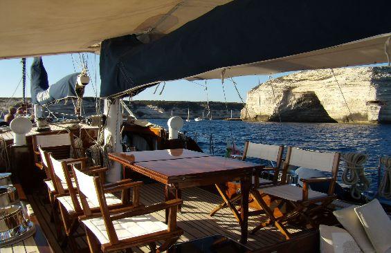 Classic Yacht Lady Sail -  Al Fresco Dining table