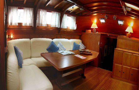 Classic Yacht Lady Sail -  Salon looking forward