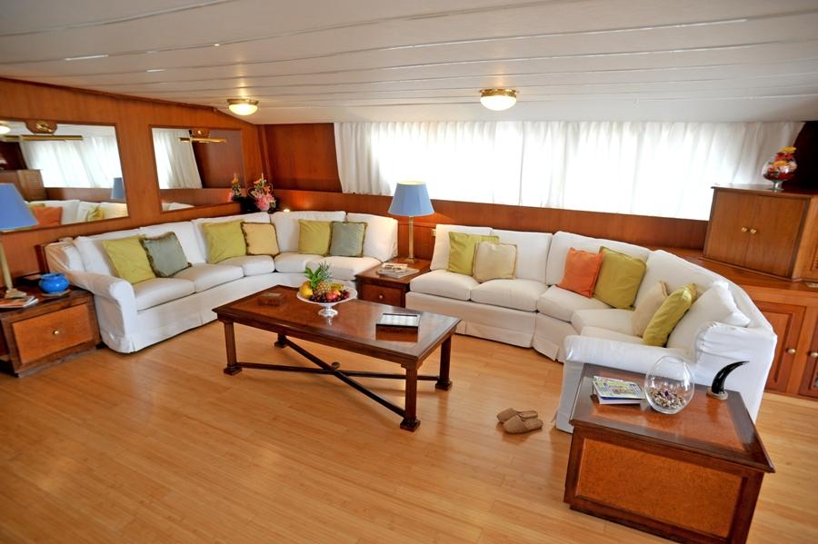 Classic Yacht NAFISA -  Salon Seating