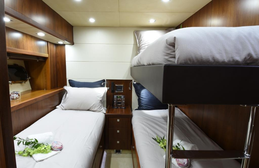 DOUBLE D - Twin cabin