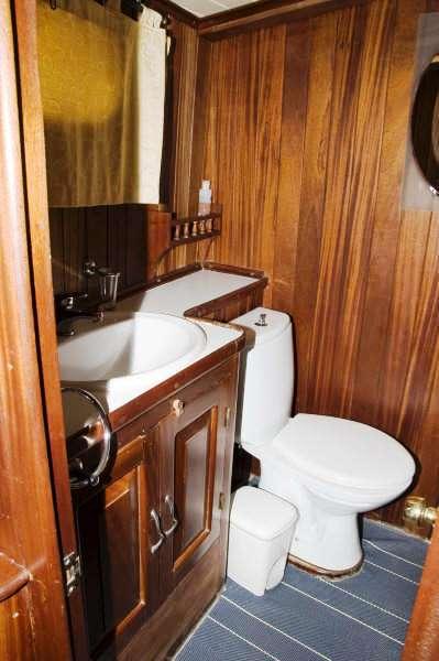 ELENA TZEI Bathroom
