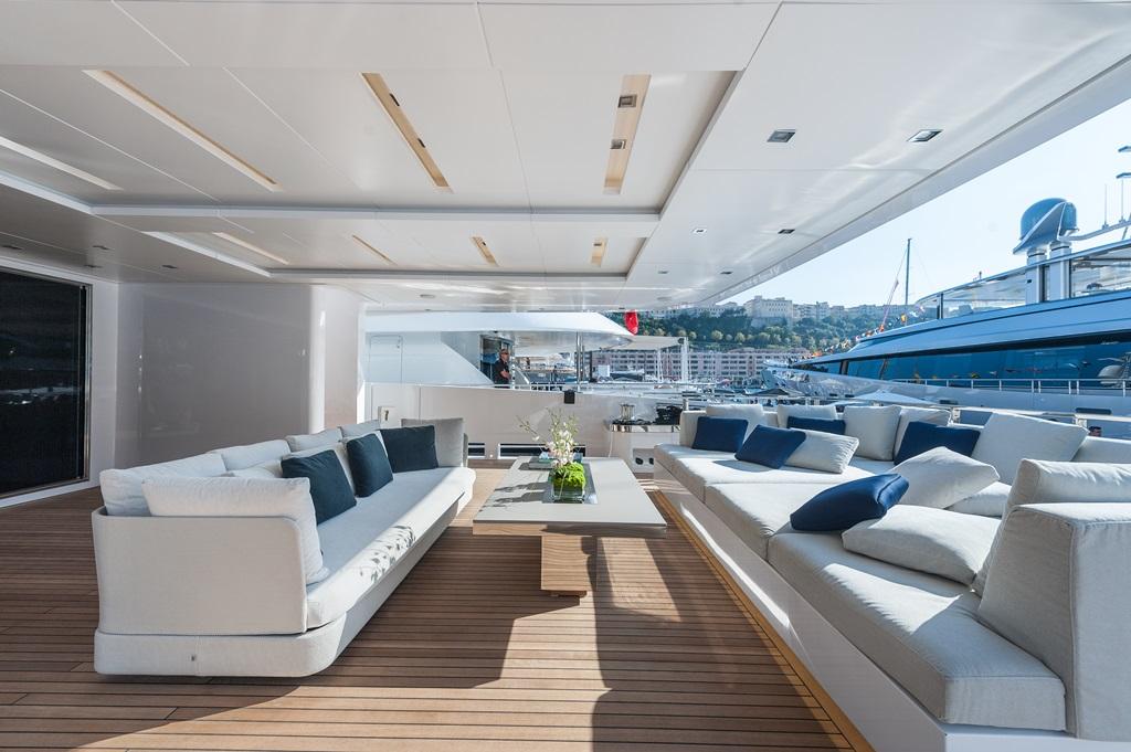 ENTOURAGE - aft deck seating