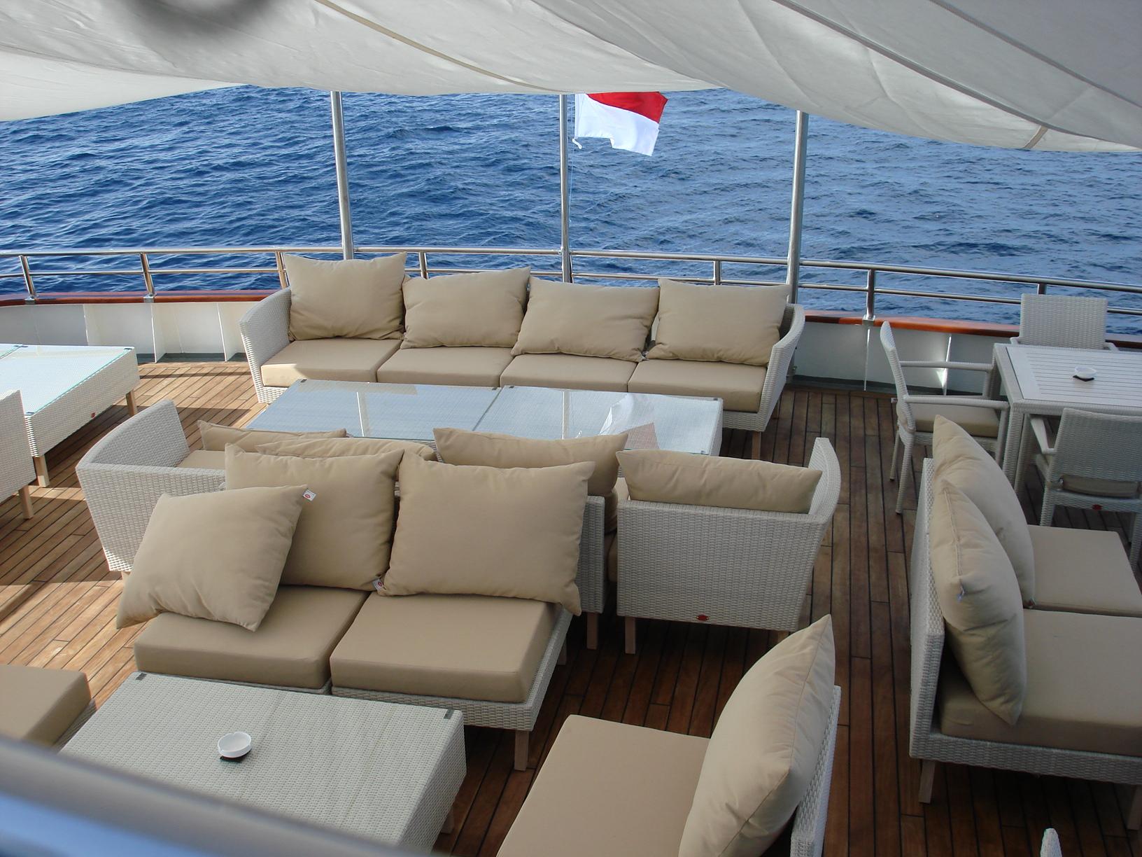 Expedition yacht SALILA -  Stern Lounge