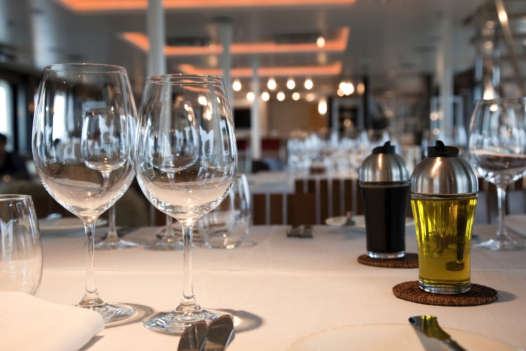 Explorer Yacht ATMOSPHERE -  Dining Detail