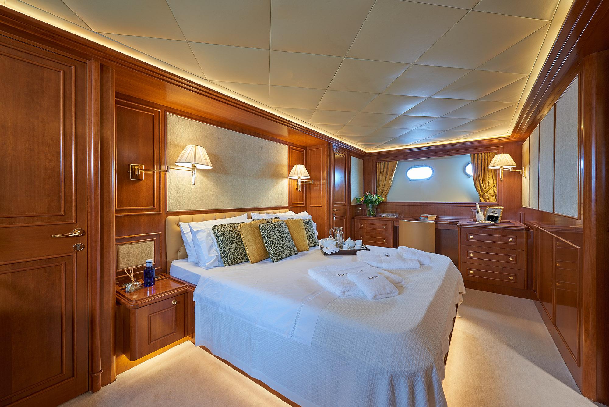 Ferretti Motor Yacht IMAGINE - Master cabin