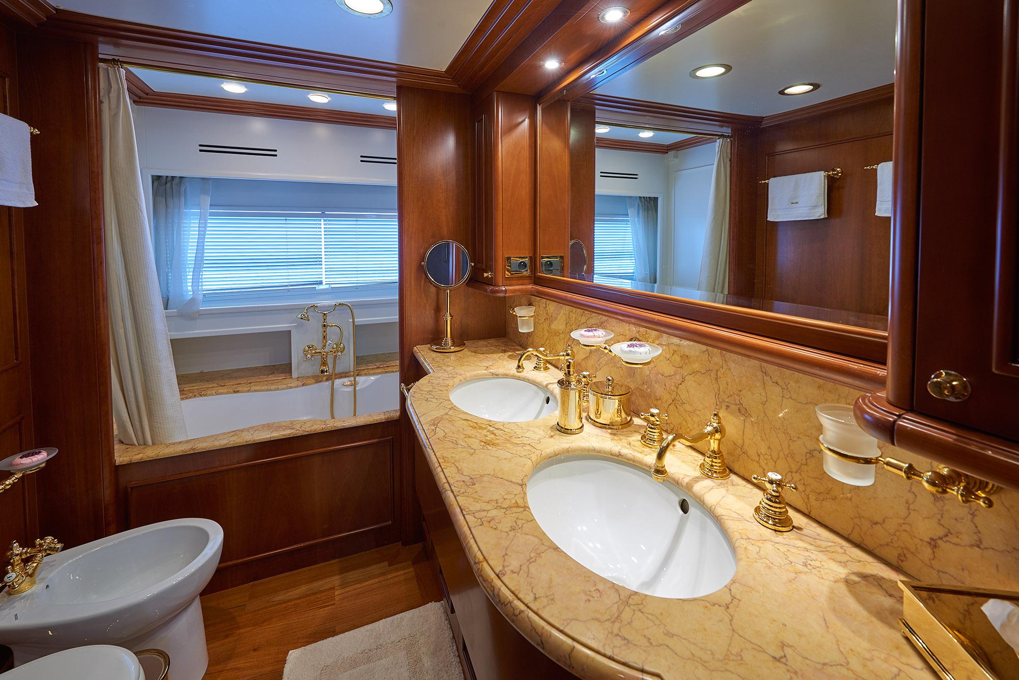 Ferretti Motor Yacht IMAGINE - VIP ensuite