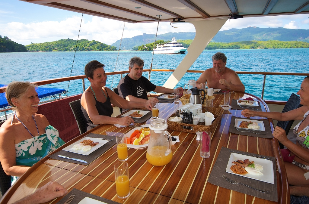 GALATEA - Dining Table