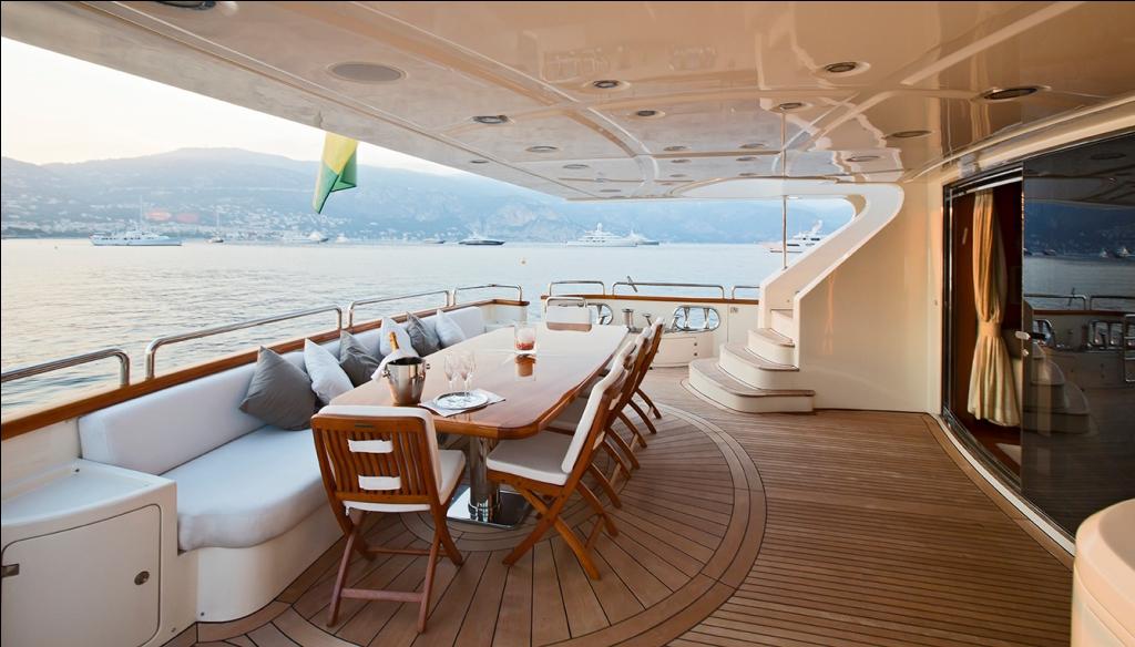 GRANDE - Aft deck alfresco dining