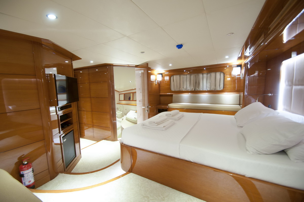 GULMARIA - Lower deck master entertainment