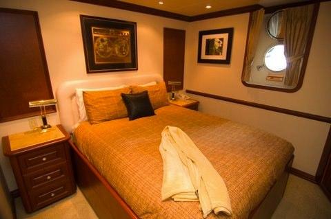 Golf Charter Yacht Stargazer -  Guest Cabin