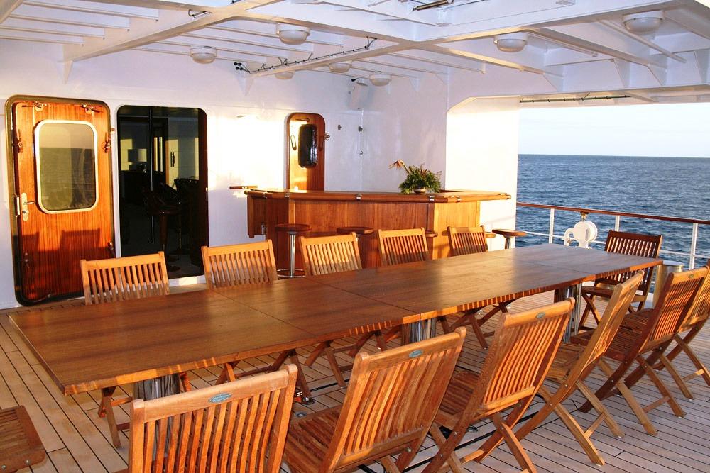 HANSE EXPLORER - Main Deck Alfresco Dining