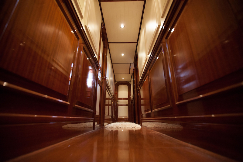 HELIYACHTS 115 - Cabin foyer