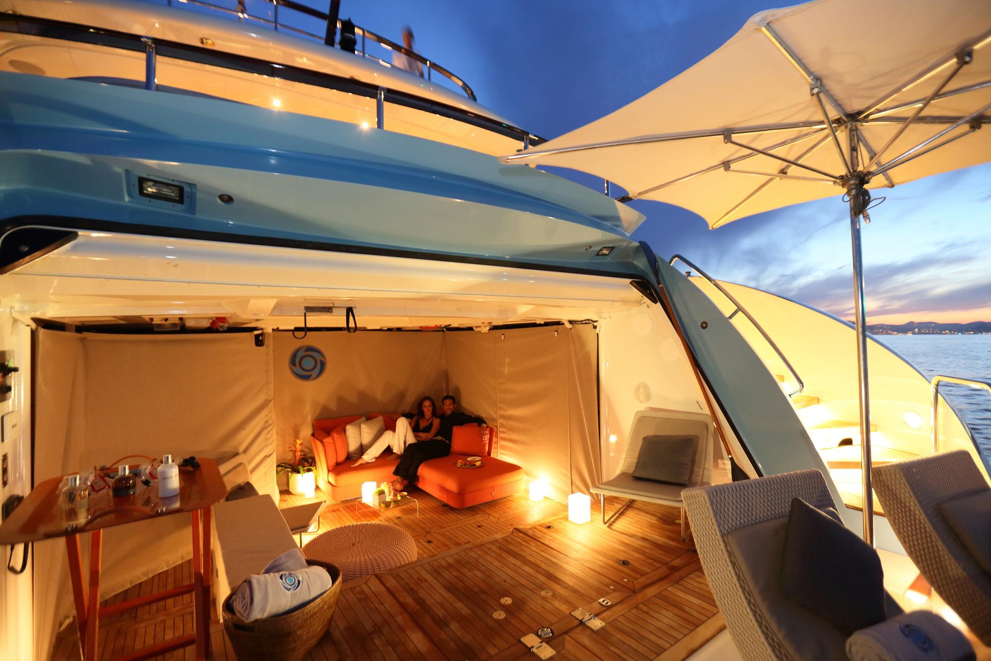 Heesen yacht AURELIA - Teak beach