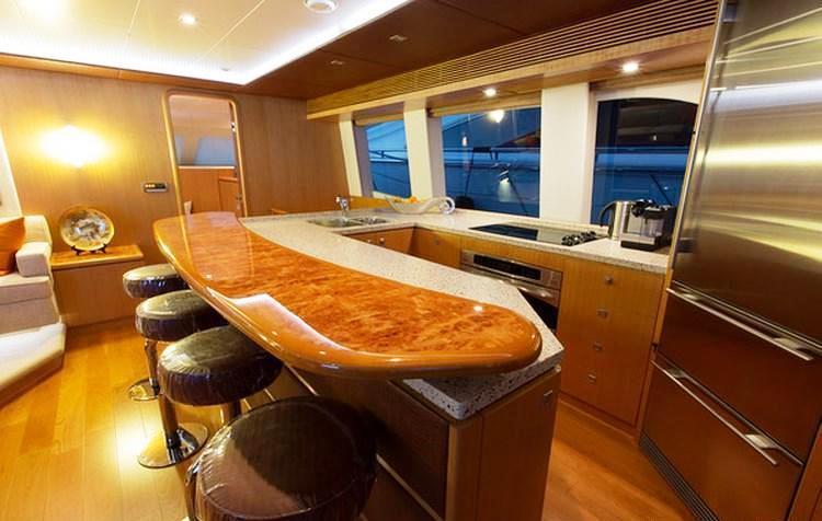 Horizon PC 60 SEA BOSS -  Galley and Bar