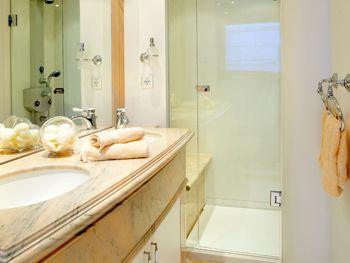 IRAKLIS L Bathroom