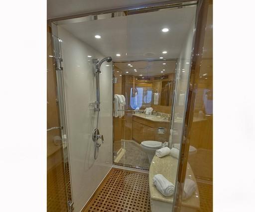 IRRESISTIBLE - Master cabin ensuite