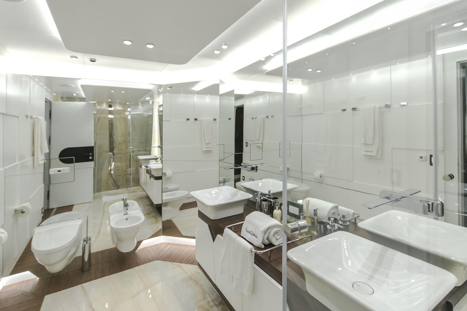 Katina yacht - bathroom