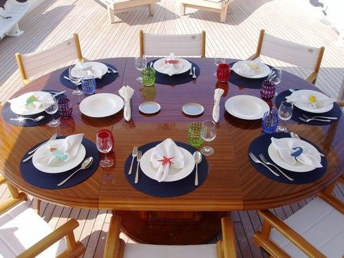 LADIES FIRST - Alfresco dining