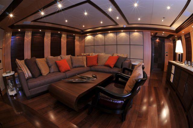 Leo Fun - Upper Lounge