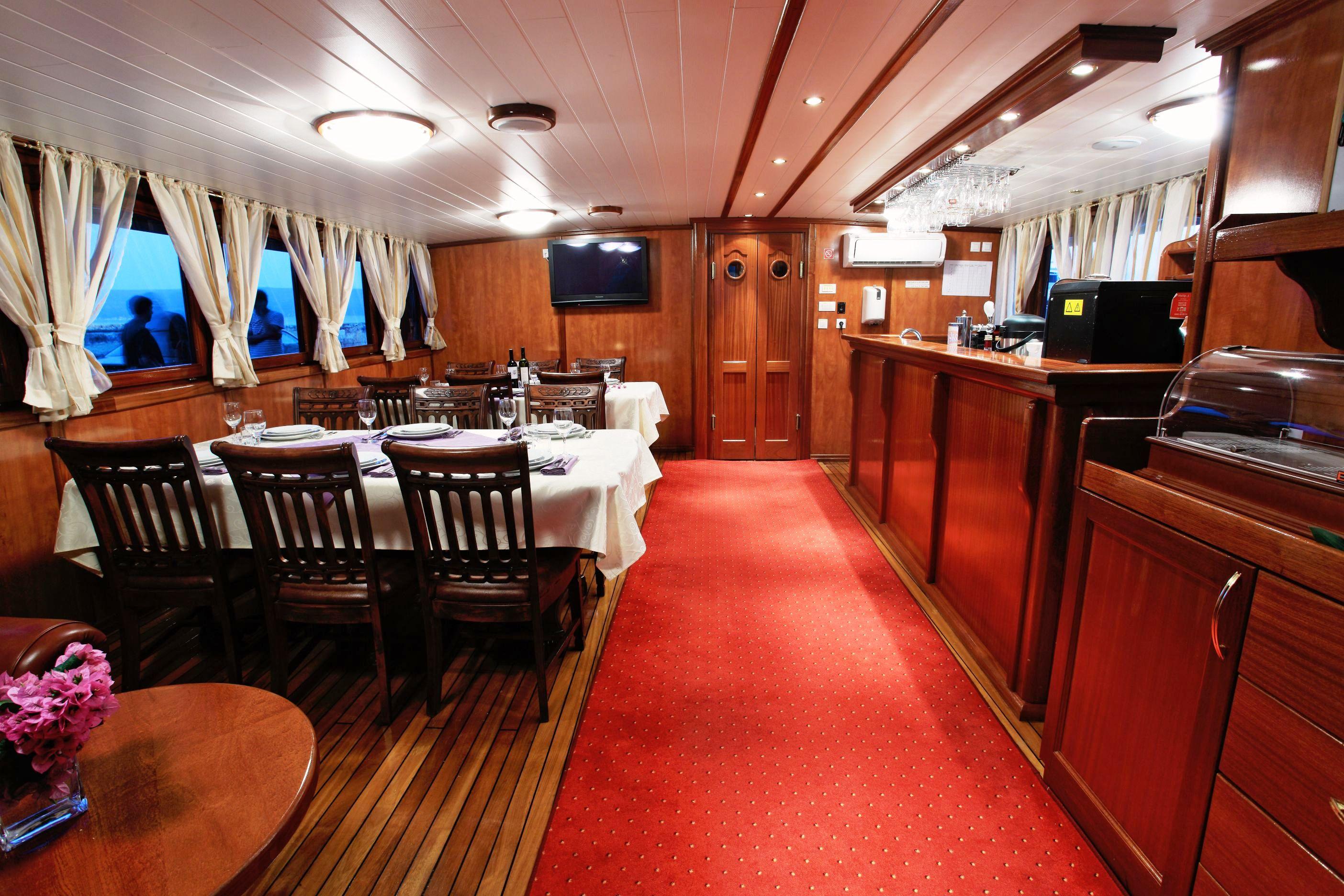 Motor Sailor Luna Yacht Charter Details Croatia Crewed