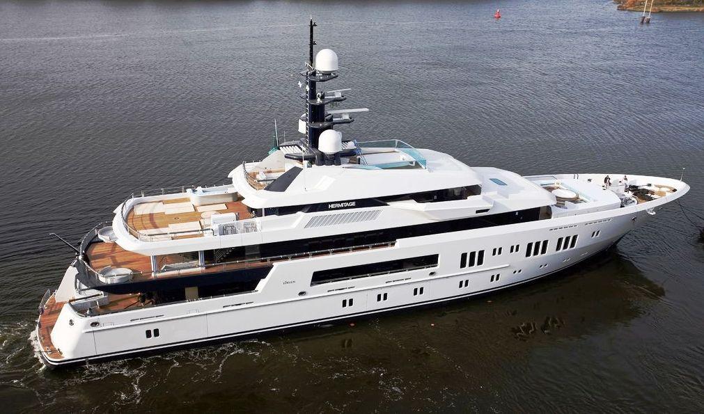 Motor Vessal Amizad: Yacht Hermitage, By Lurssen & Espen Oeino