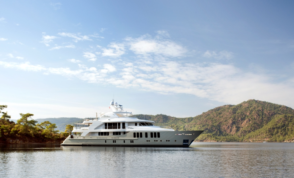 Luxury CMB Motor yacht ORIENT STAR - Profile starboard side