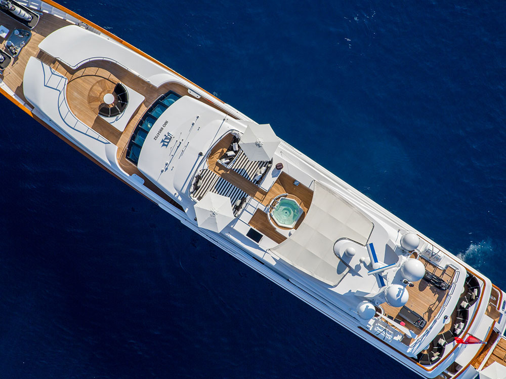 Luxury Yacht QM OF LONDON - birds view