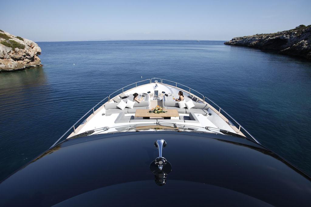 Luxury charter yacht HIGH ENERGY