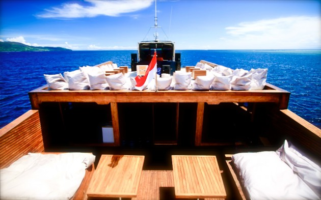 Luxury yacht Dragoon 130 - exterior spaces