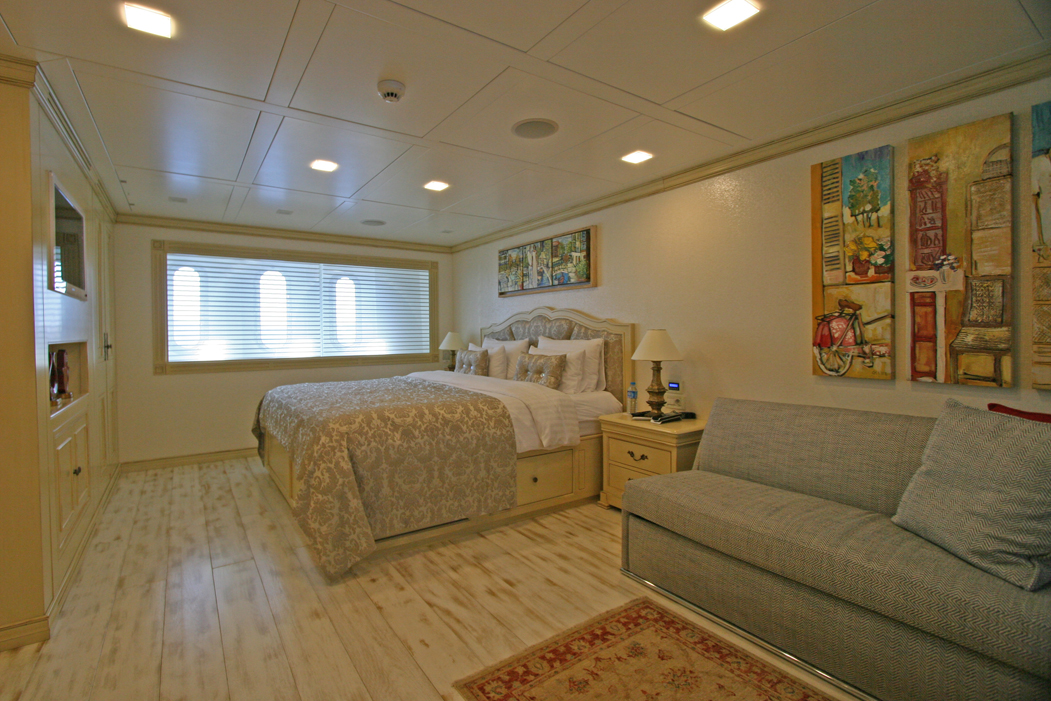 M&M - Lower Deck Master Cabin 02