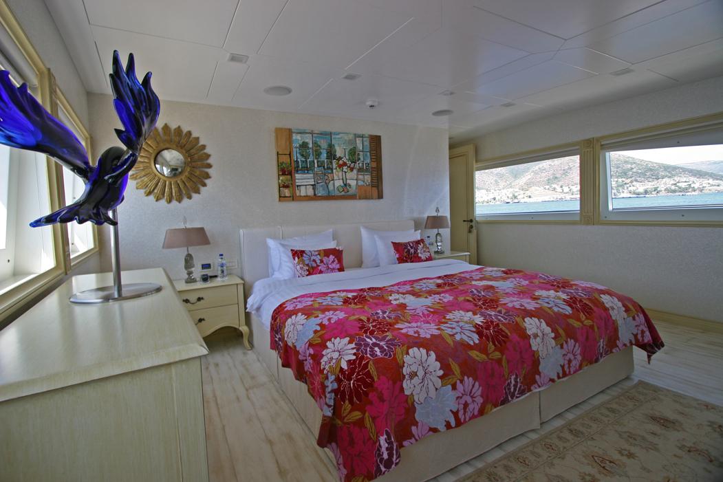 M&M - Main Deck Master Cabin 2