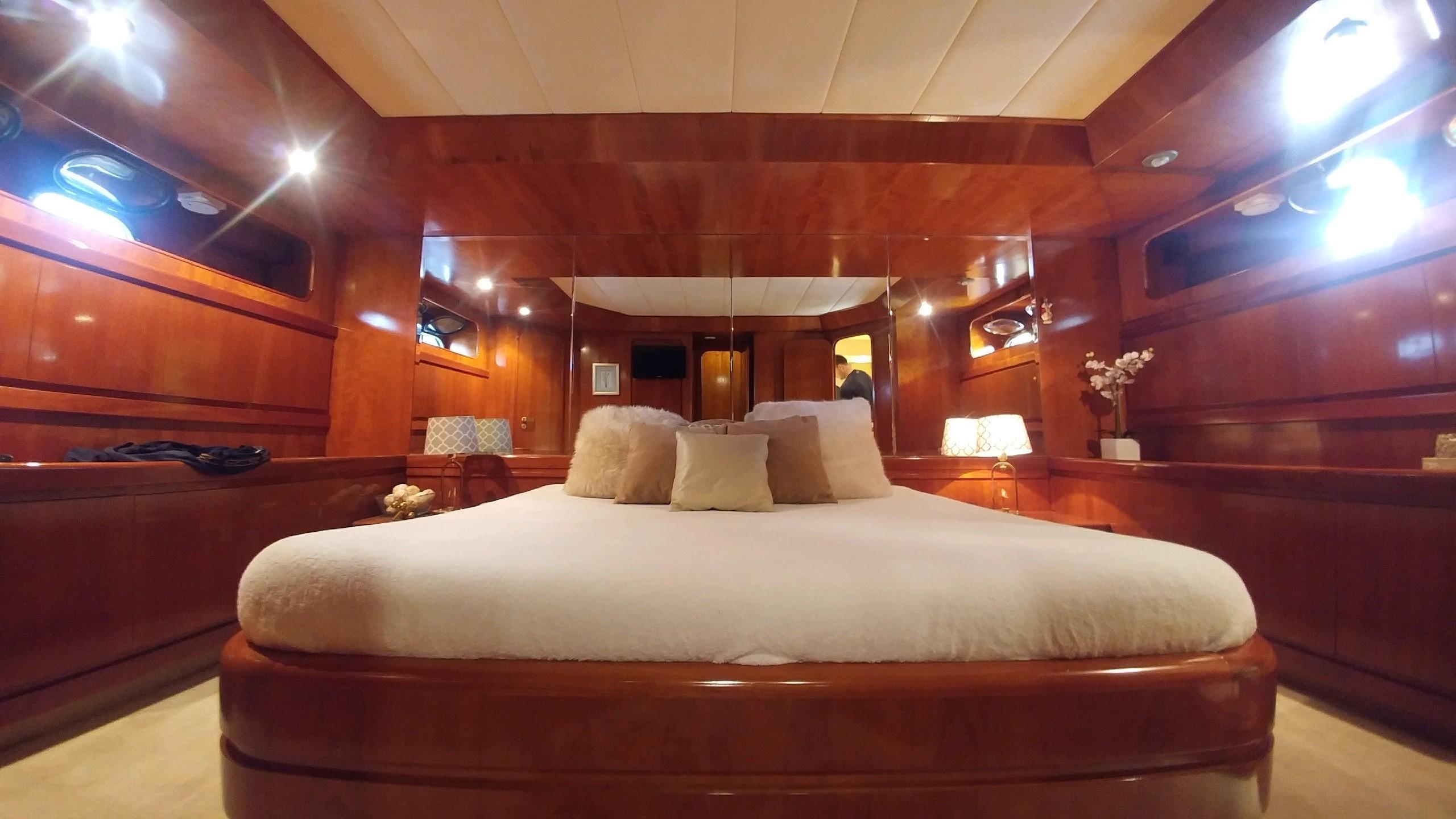 MIS MOONDANCE - VIP cabin