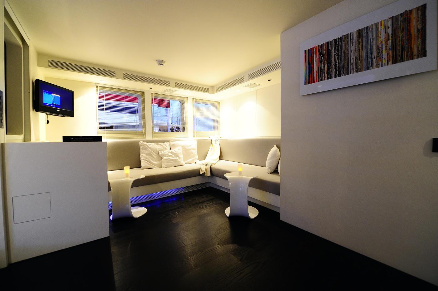 MY BERZINC - Upper deck lounge