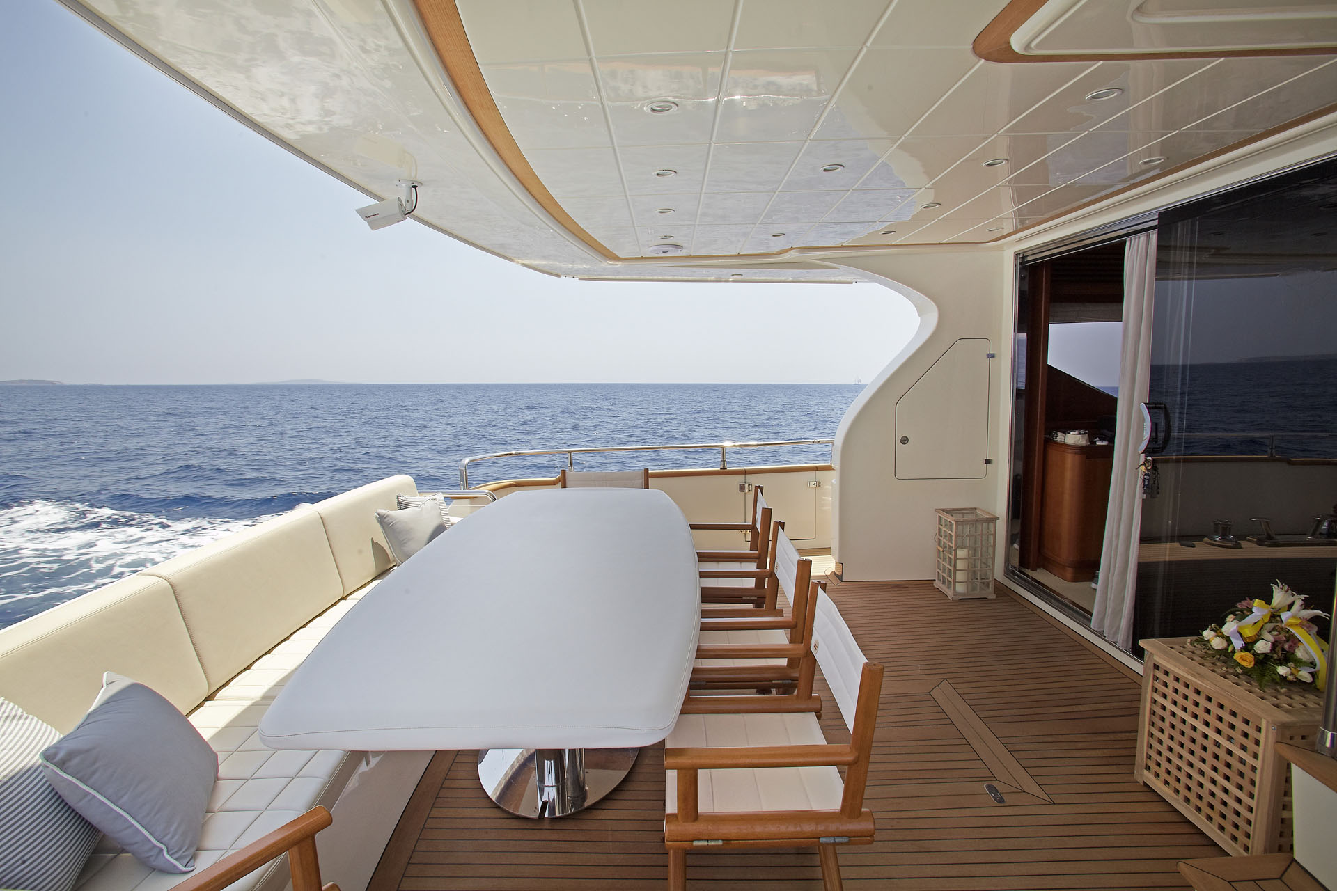 MY FREEDOM 78 - Aft deck view