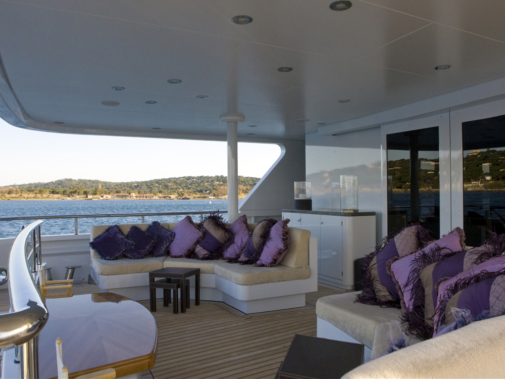 MY LITTLE VIOLET - Main deck seating