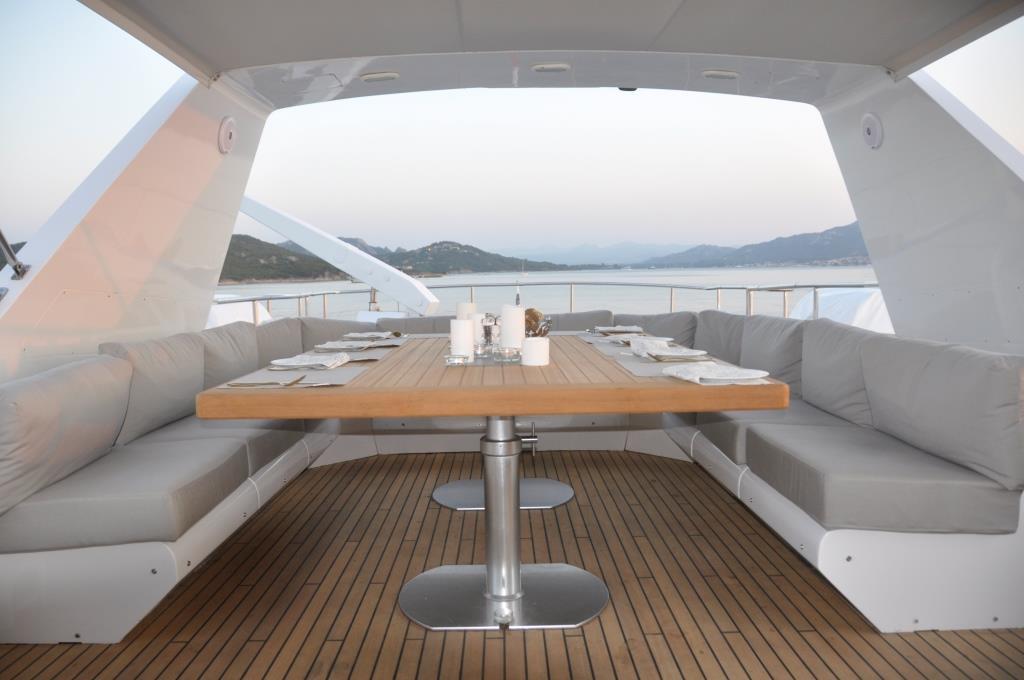MY MOONRAKER - Upper deck dining