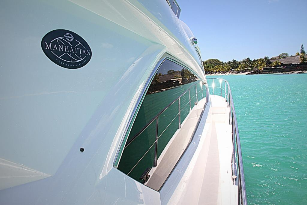 MY ROYAL ORCHID - Side deck