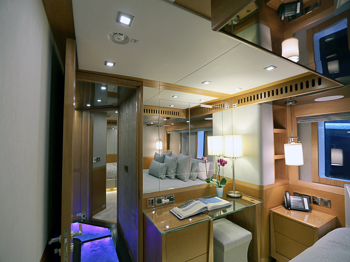MY SERENITY 133 - Guest cabin view