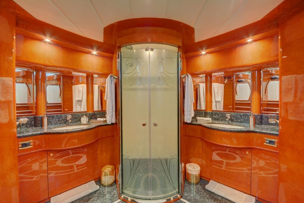 MY SIXTY SIX - Master ensuite