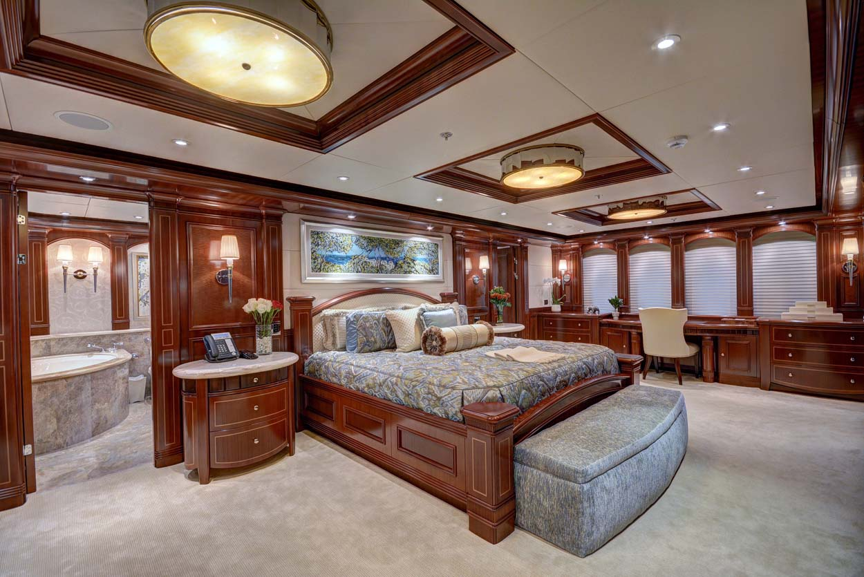 MY SOVEREIGN 55 - Master stateroom main deck