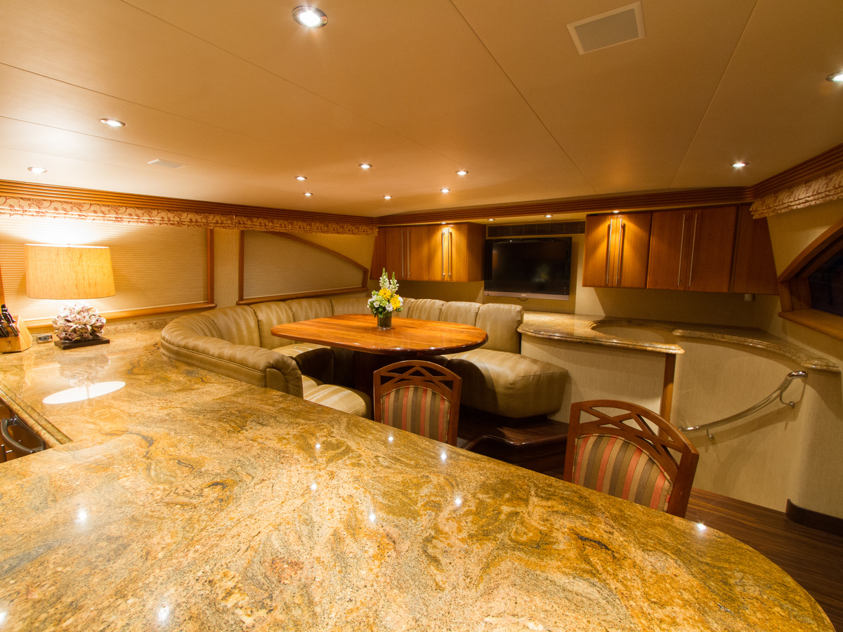 MY WENDY 1 - Country galley and seating