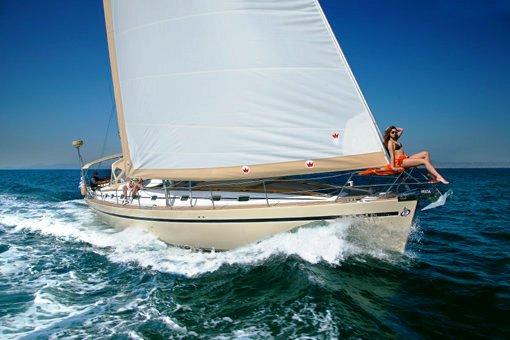 MYTHOS II Under Sail