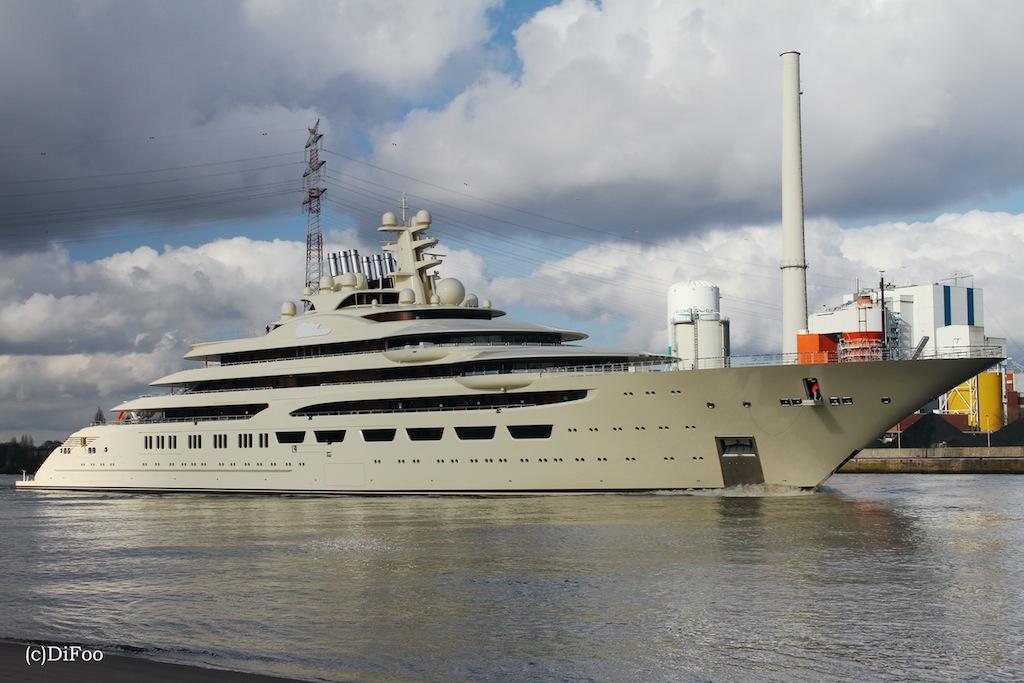 Yacht dilbar a lurssen superyacht charterworld luxury for Lurssen yacht genova